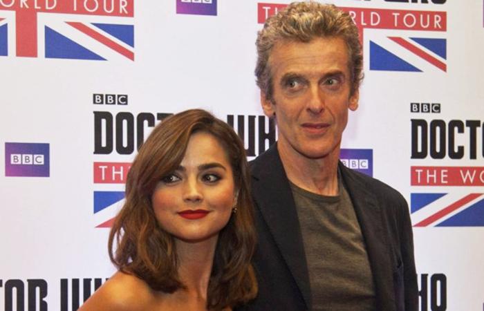 Jenna Coleman e o novo Doutor, Peter Capaldi, no Rio de Janeiro. [Créditos: Agência O Globo]