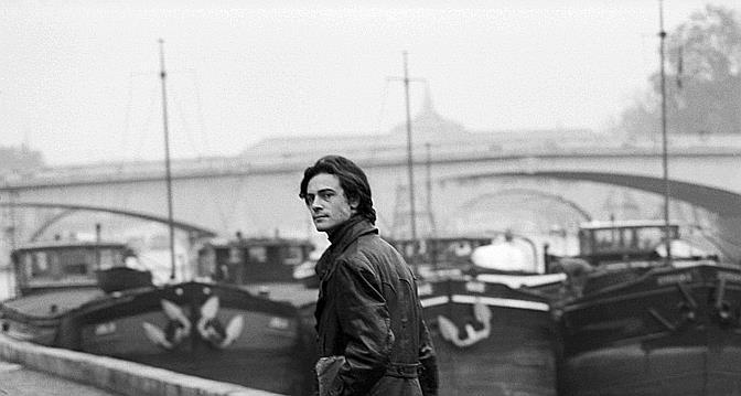 Patrick Modiano à margem do Sena, em 1969 (Sophie Bassouls/Sygma/Corbis).